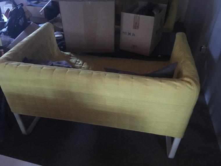 Pohovka, stůl + 4x židle