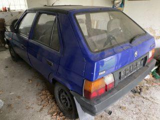 Automobil Škoda Favorit na náhradní díly